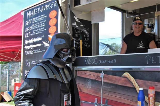 """Galaktisch gut"" fand Darth Vader die Piraten-Burger."